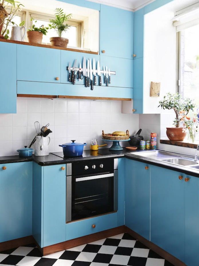 ensemble bleu à l'intérieur de la cuisine