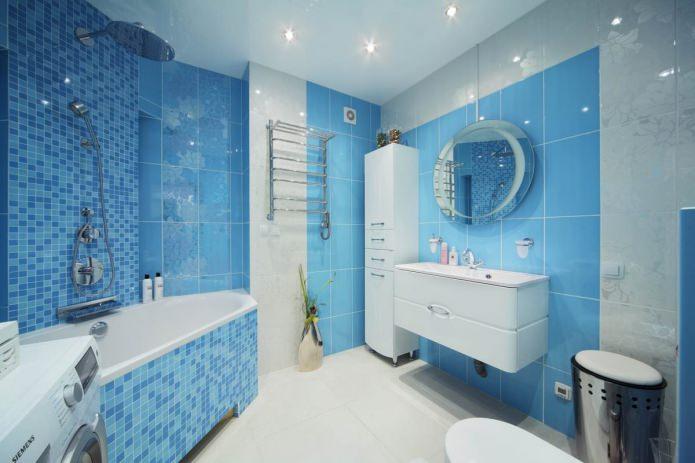 Intérieur de salle de bain blanc et bleu