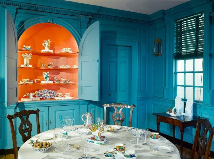 Intérieur de cuisine de style classique orange et bleu