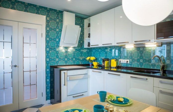 cuisine avec papier peint bleu
