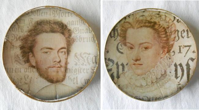 Pour la décoration, vous pouvez également utiliser des photos imprimées ou simplement des portraits.