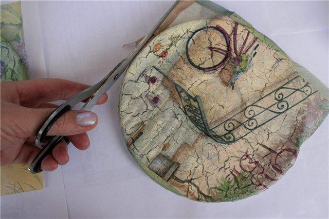 Préparer une serviette pour décorer une assiette