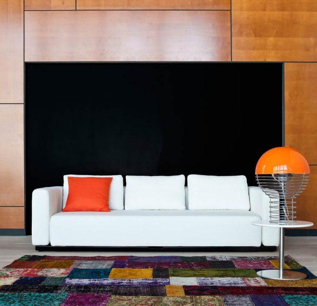 Étant à la fois un canapé et un lit double, le produit est un excellent choix pour les petites pièces.