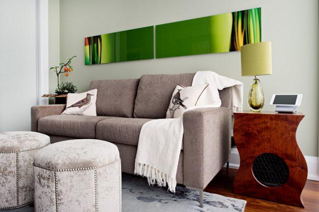 Le matériau de rembourrage du canapé doit être non seulement beau, mais aussi pratique.
