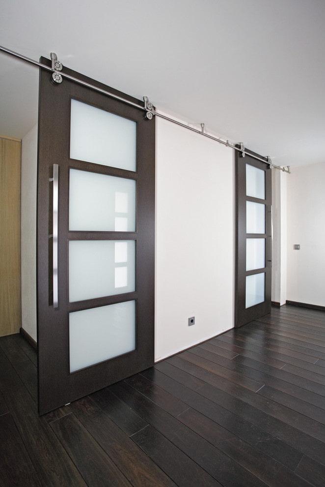portes de couleur wengé avec verre à l'intérieur
