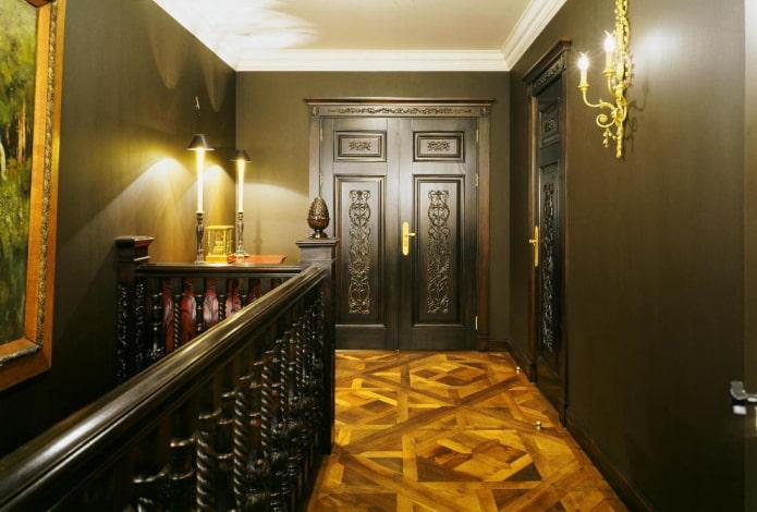 portes de couleur wengé avec des motifs à l'intérieur