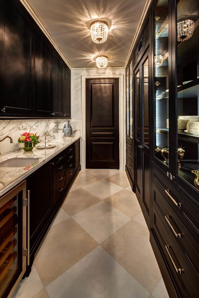 portes intérieures de couleur wengé dans la cuisine