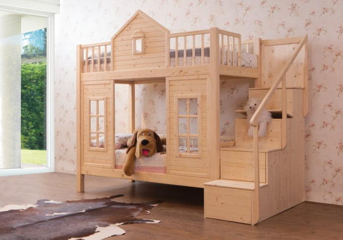 maison de lit superposé dans la pépinière