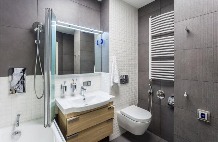 différents carreaux dans la salle de bain