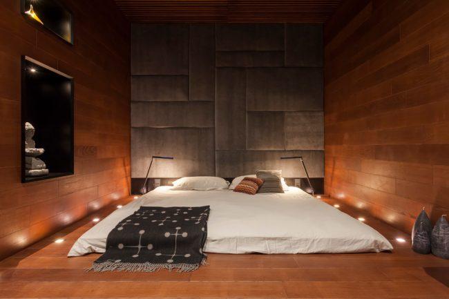 Intérieur de chambre de style japonais avec éclairage ponctuel au sol