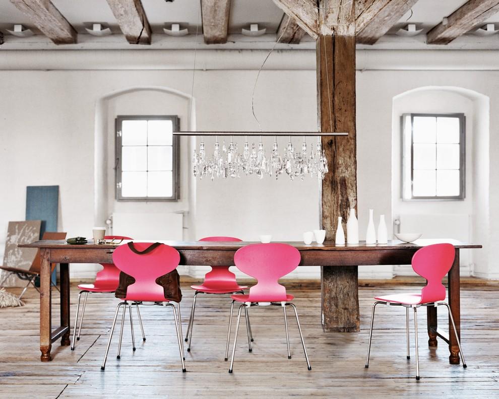 Des chaises lumineuses aideront à diluer l'intérieur monotone.