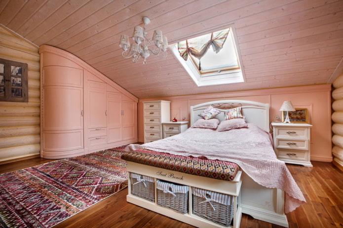 grenier dans une maison en bois