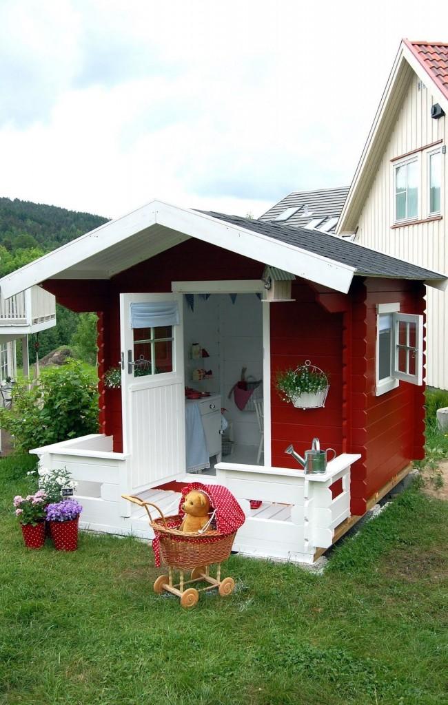 Maison rouge avec véranda