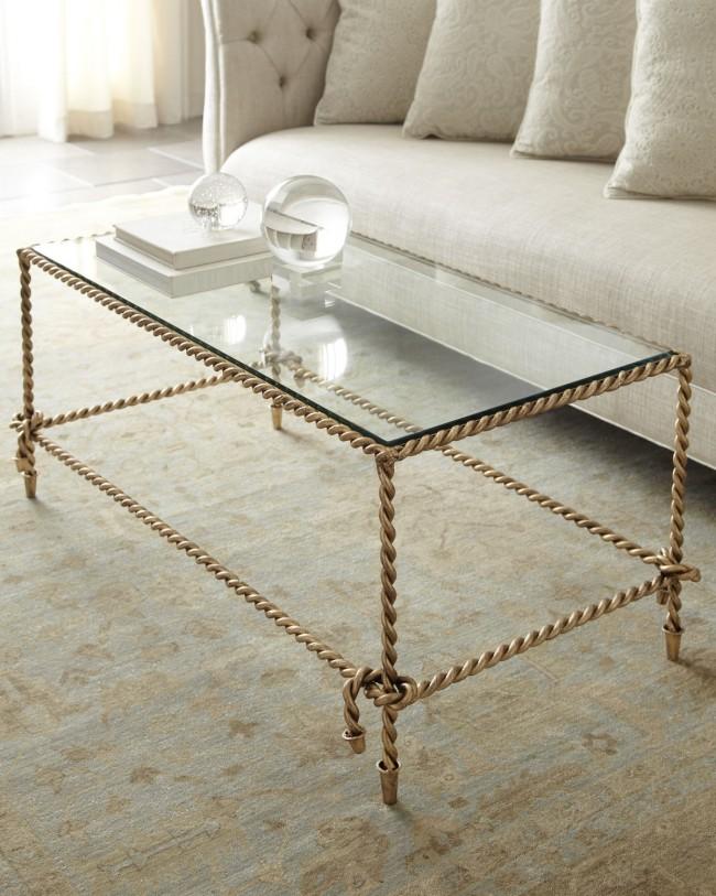 Table basse design avec plateau en verre et fer forgé, en forme de cordes tressées, pieds