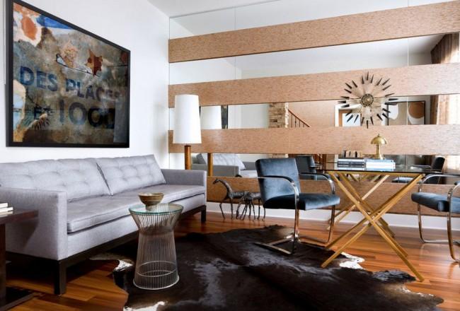 Combinaison harmonieuse de miroir et de panneaux de bois
