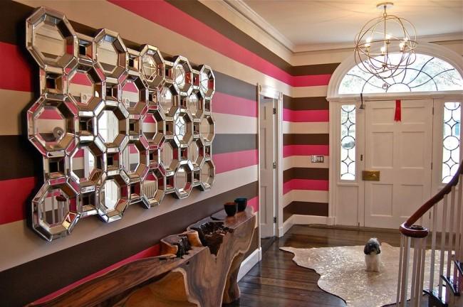 Les miroirs et les rayures horizontales agrandiront visuellement l'espace