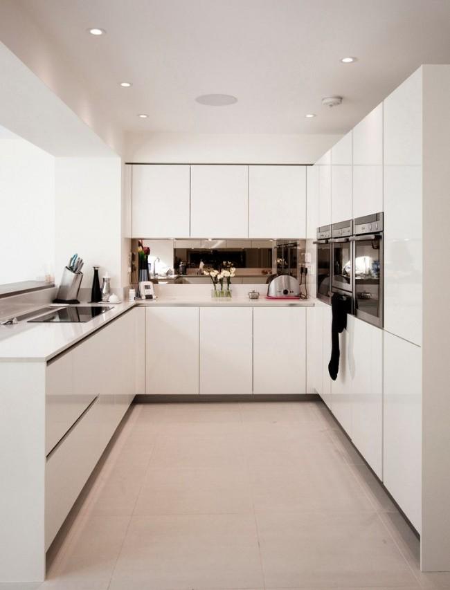 Tablier miroir dans une cuisine moderne