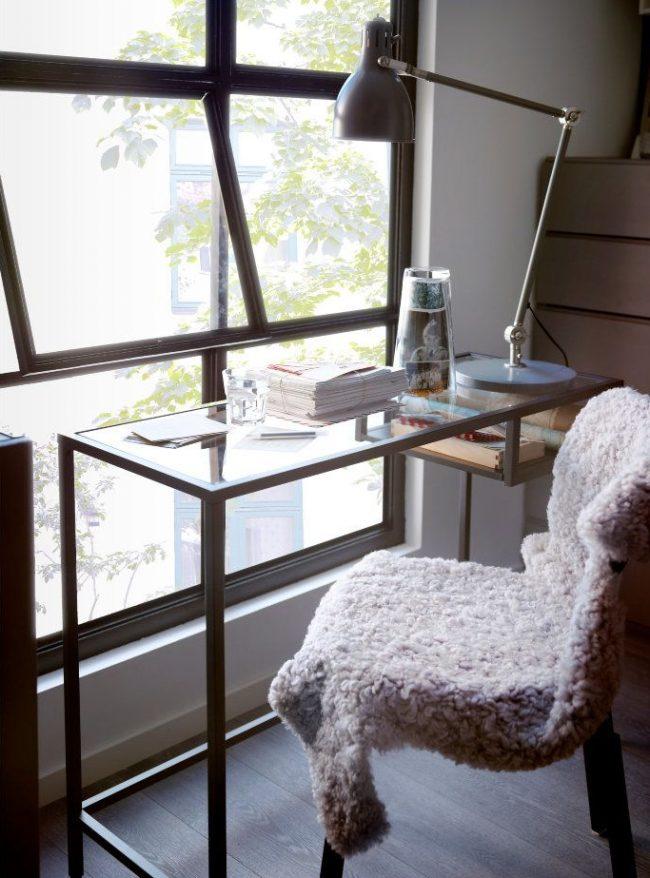 Bureau IKEA avec plateau en verre