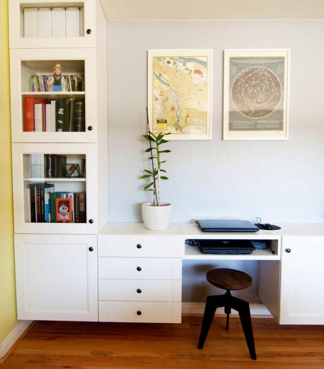 Bureau combiné avec des étagères IKEA