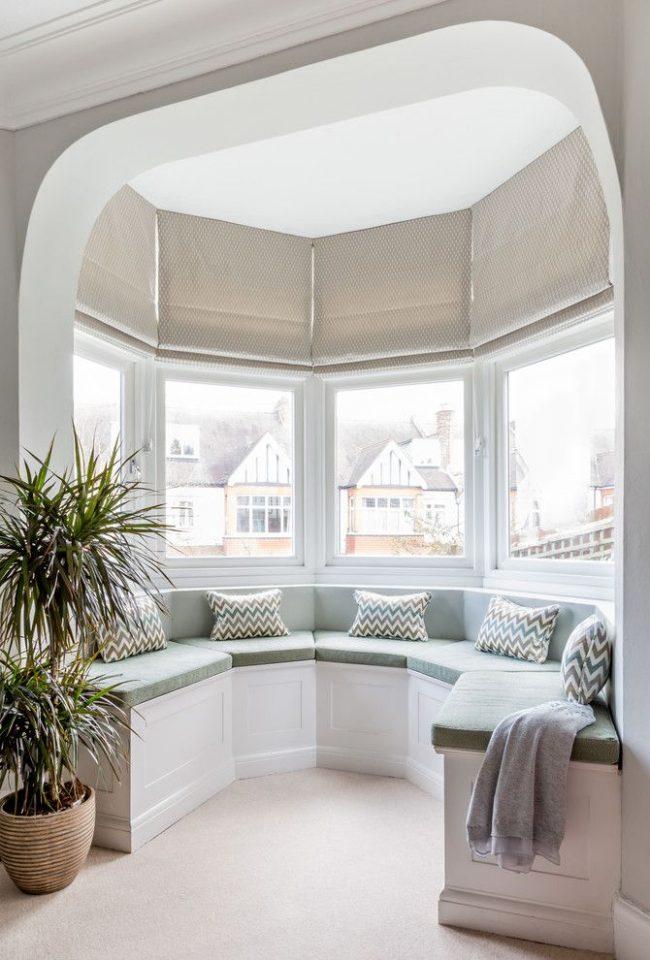 Conception de plafond pour la fixation de stores romains à des fenêtres non standard