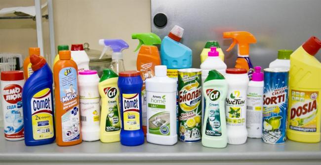 Des produits de nettoyage pour tous les goûts - de la poudre aux abrasifs pâteux