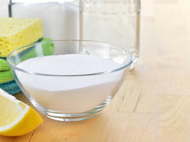 Si l'acide citrique n'est pas disponible, utilisez une tranche de citron frais, il fait un excellent travail d'odeurs