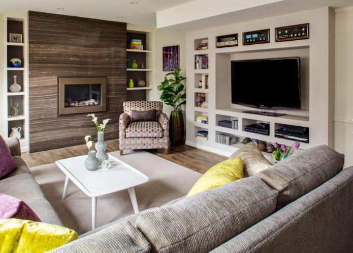 salon avec tv et cheminée
