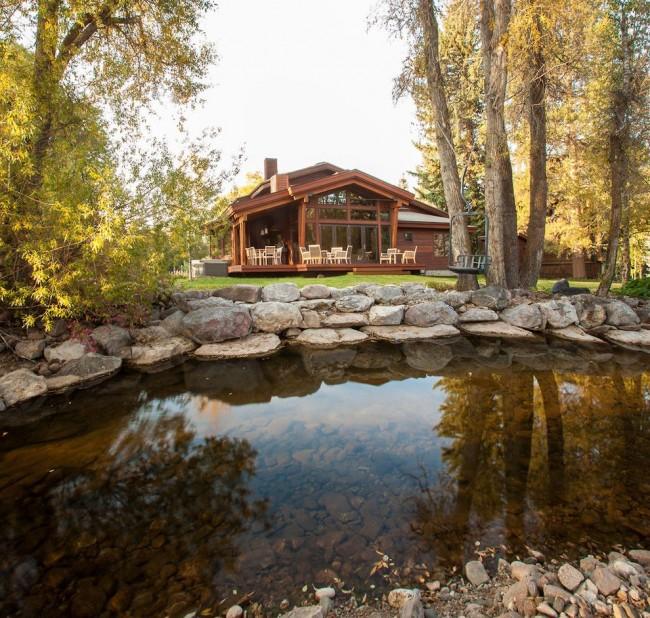 Belle maison à ossature avec petit étang