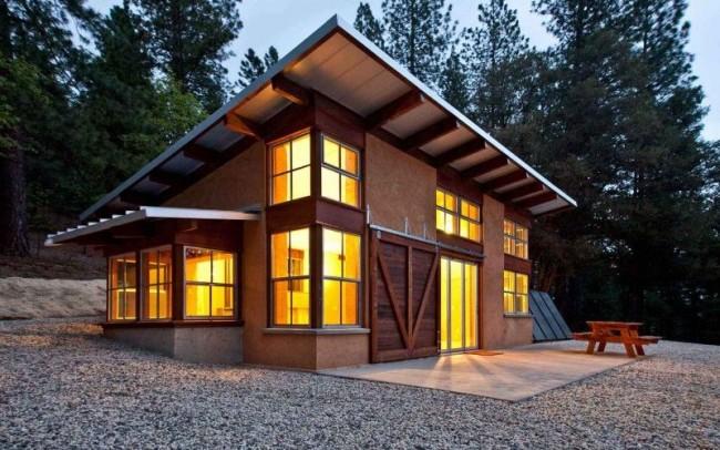 Petite maison à ossature à deux étages avec véranda