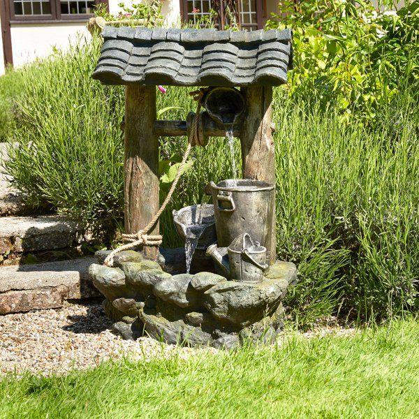 Beau puits décoratif avec une fontaine