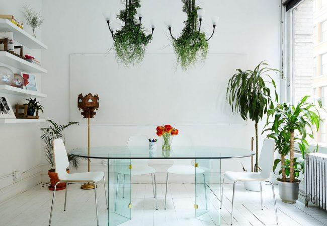 Table ovale en verre transparent avec deux pieds