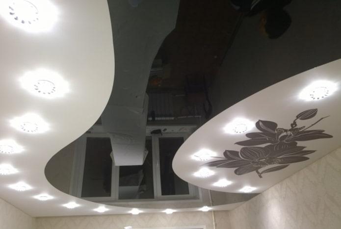 Plafond de plain-pied en deux couleurs