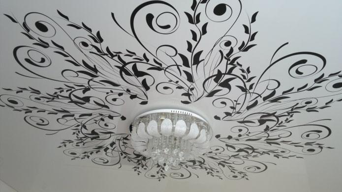 plafond blanc avec motif noir