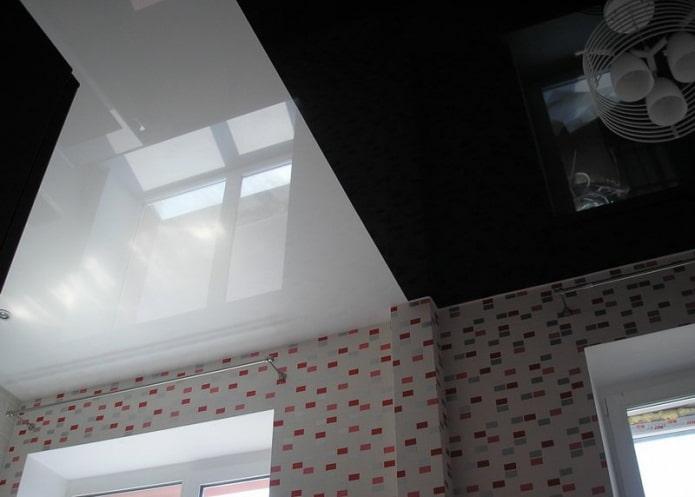 plafond droit noir et blanc