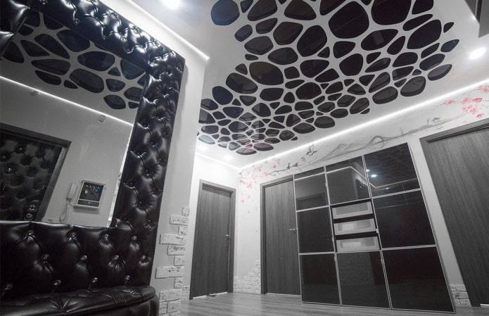 plafond perforé noir et blanc