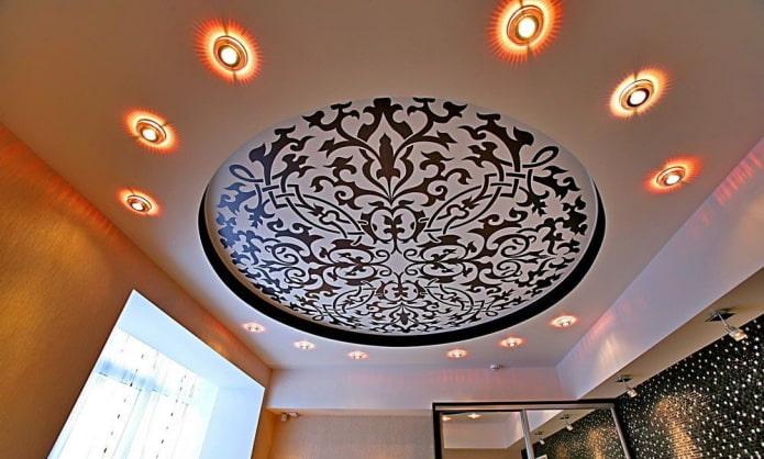 plafond circulaire à motifs