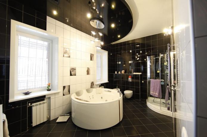 plafond incurvé dans la salle de bain