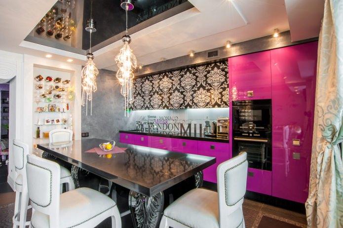 plafond noir et blanc dans la cuisine