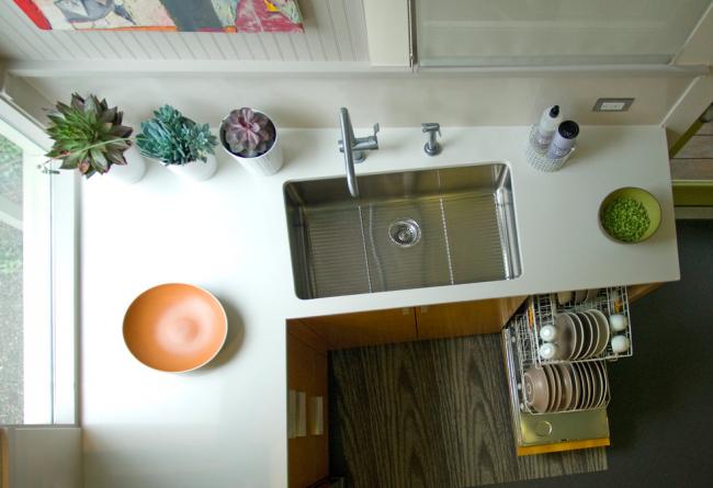 Un minimum d'espace ne signifie pas que la cuisine est encombrée.