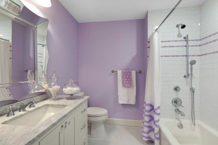 salle de bain de couleur blanc et lilas