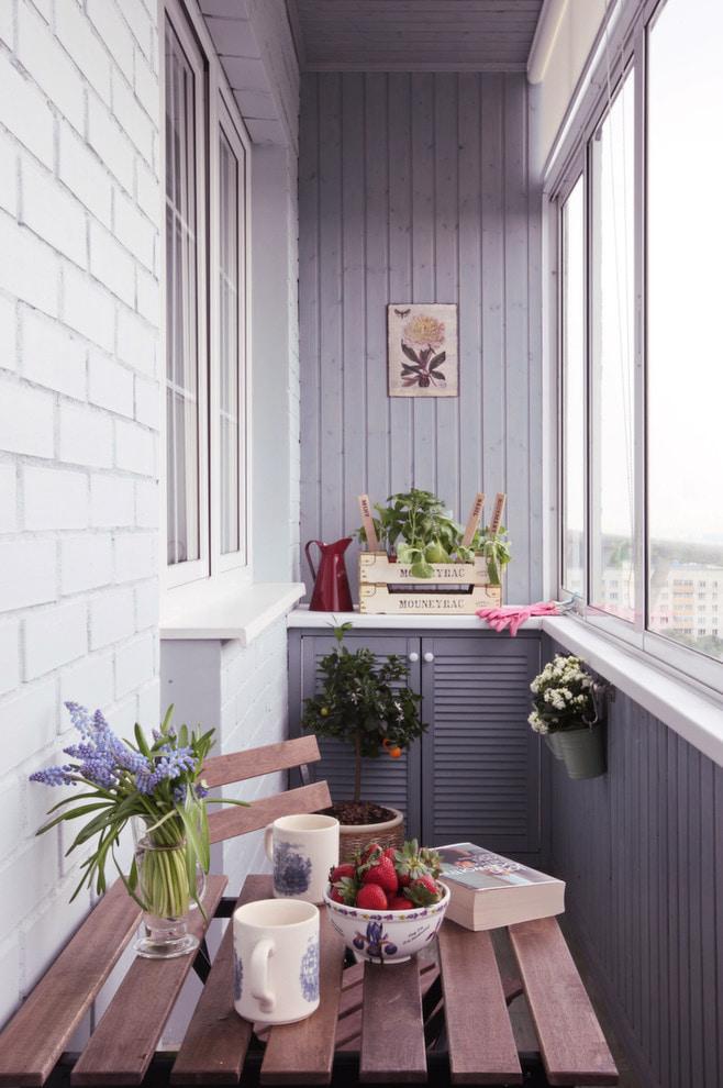 balcon aux couleurs lavande