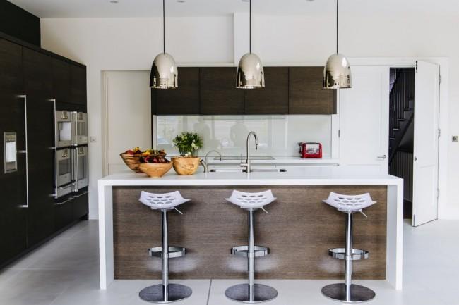 Le beau wengé dans les éléments de l'ensemble de cuisine deviendra le centre d'attention dans votre cuisine