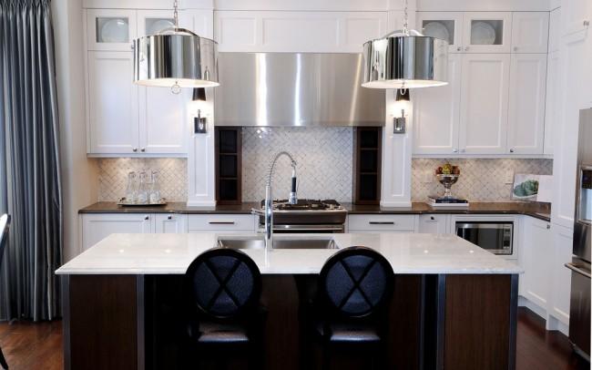 Même les petits détails de l'intérieur en wengé donnent à la cuisine une ambiance particulière avec des notes de luxe.