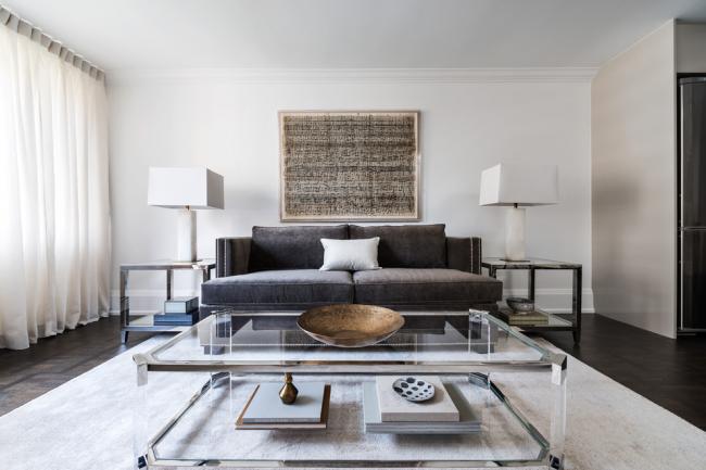 Les meubles en verre n'encombreront pas visuellement l'espace