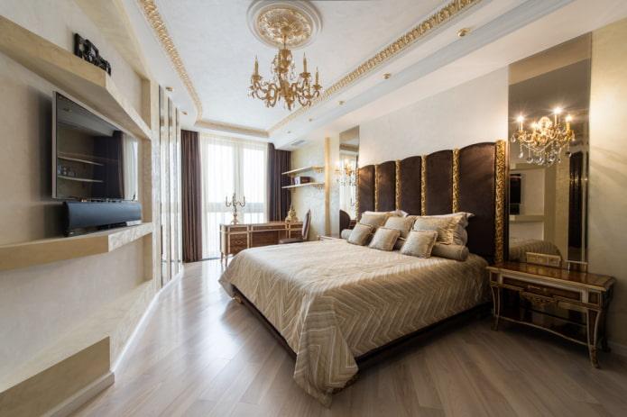 décoration en stuc au plafond dans la chambre