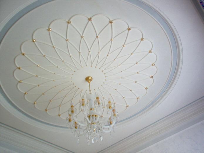 stuc en forme de pois au plafond