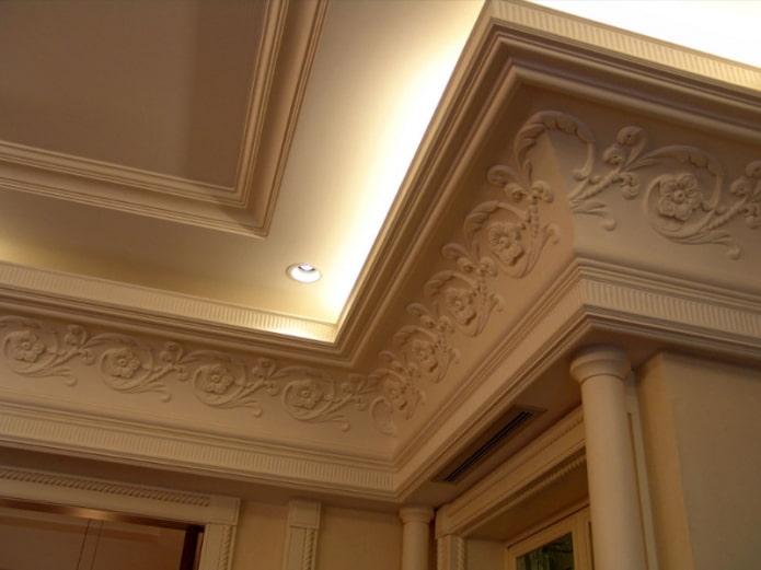 corniche moulurée au plafond