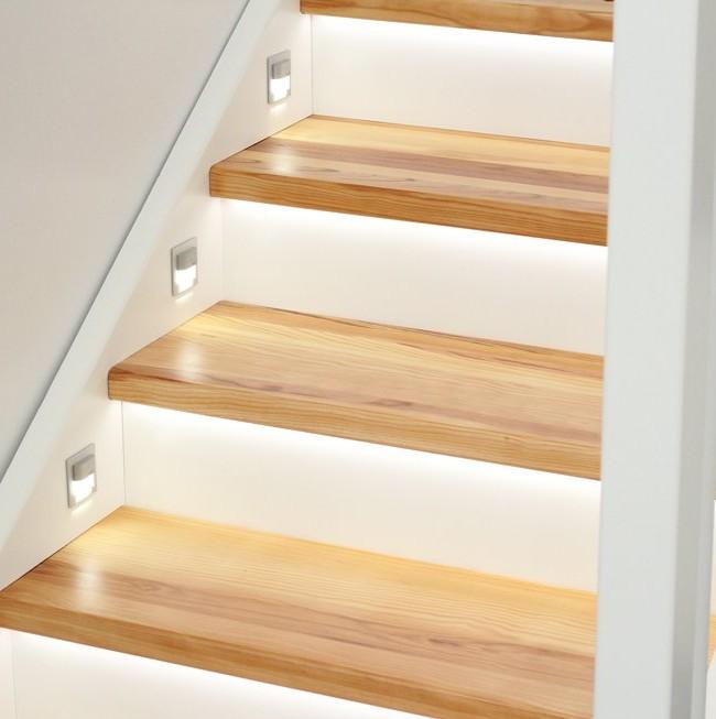 Éclairage d'escalier à LED automatique