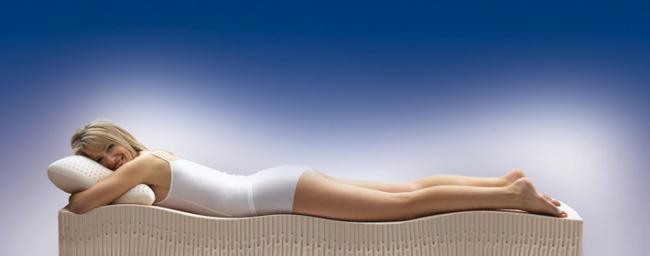Le matelas orthopédique assure une répartition uniforme de la charge sur les zones de dureté