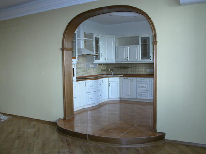 ouverture intérieure décorée de bois